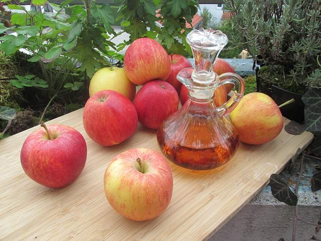 Apple cider vinegar and Apples